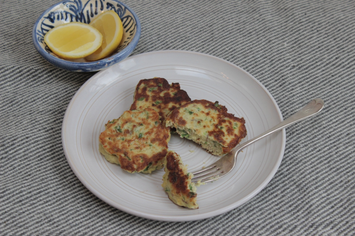 Mackerel and potato hot cakes for little fingers