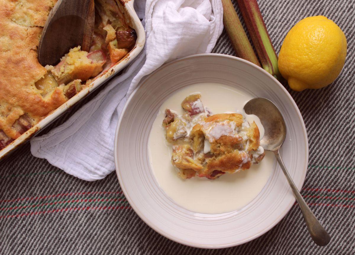 Baked rhubarb sponge pudding